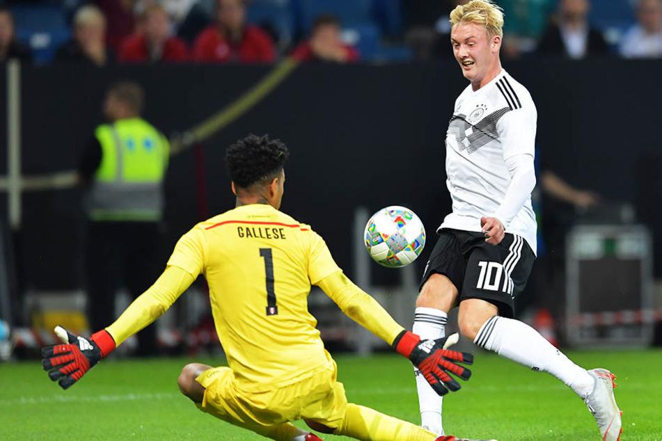Traf im Testspiel der DFB-Auswahl gegen Peru zum zwischenzeitlichen 1:1-Ausgleich für Deutschland: Julian Brandt (r.).