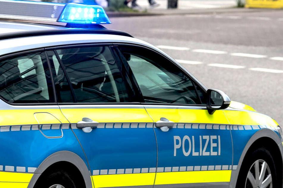 Mit einer Männergruppe gerieten ein 26-Jähriger und ein 27-Jähriger in Dresden aneinander.