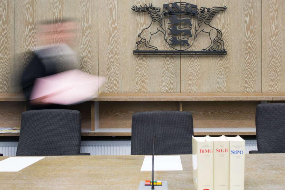 Der 44-Jährige muss sich wegen Missbrauchs in Mannheim vor dem Landgericht verantworten. (Symbolbild)