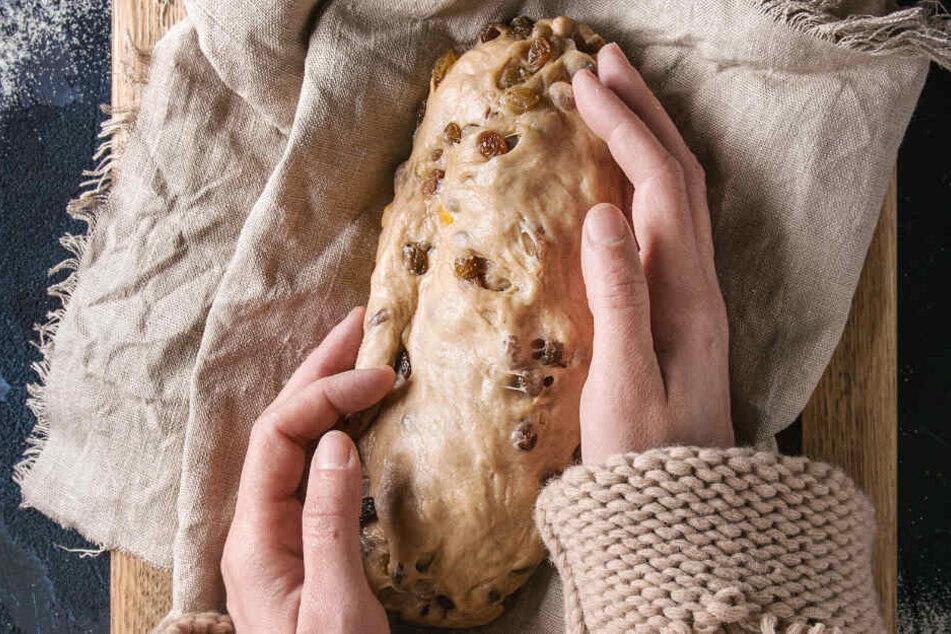Stollen erinnert in seiner Form an ein kleines Brot.
