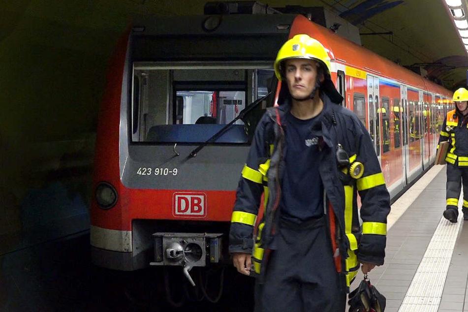 Der 17-Jährige stürzte an der S-Bahn Haltestelle Stuttgart-Rohr vor den einfahrenden Zug. (Symbolbild)
