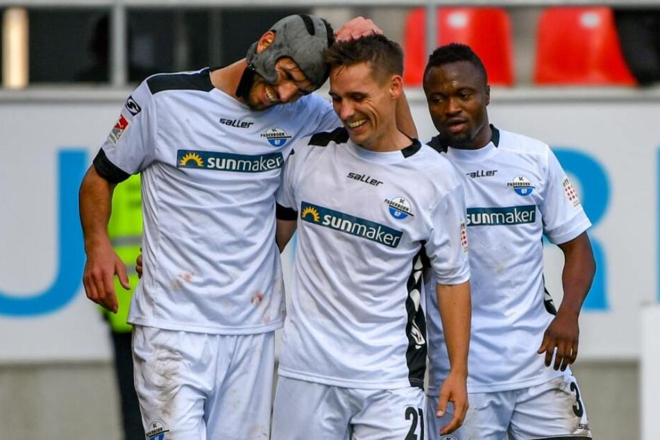 Philipp Klement (m.) könnte gegen den FC Ingolstadt wieder von Anfang an auflaufen.