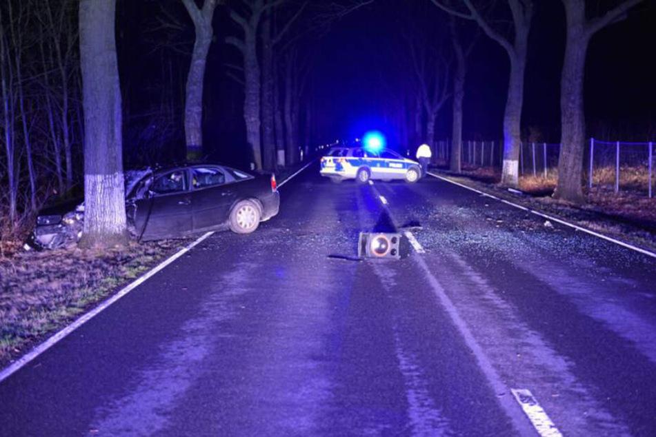 Die Bundesstraße 96 wurde in beiden Fahrtrichtungen gesperrt.