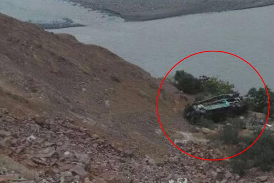 Lininenbus stürzt 200 Meter in die Tiefe: Mindestens 40 Tote!