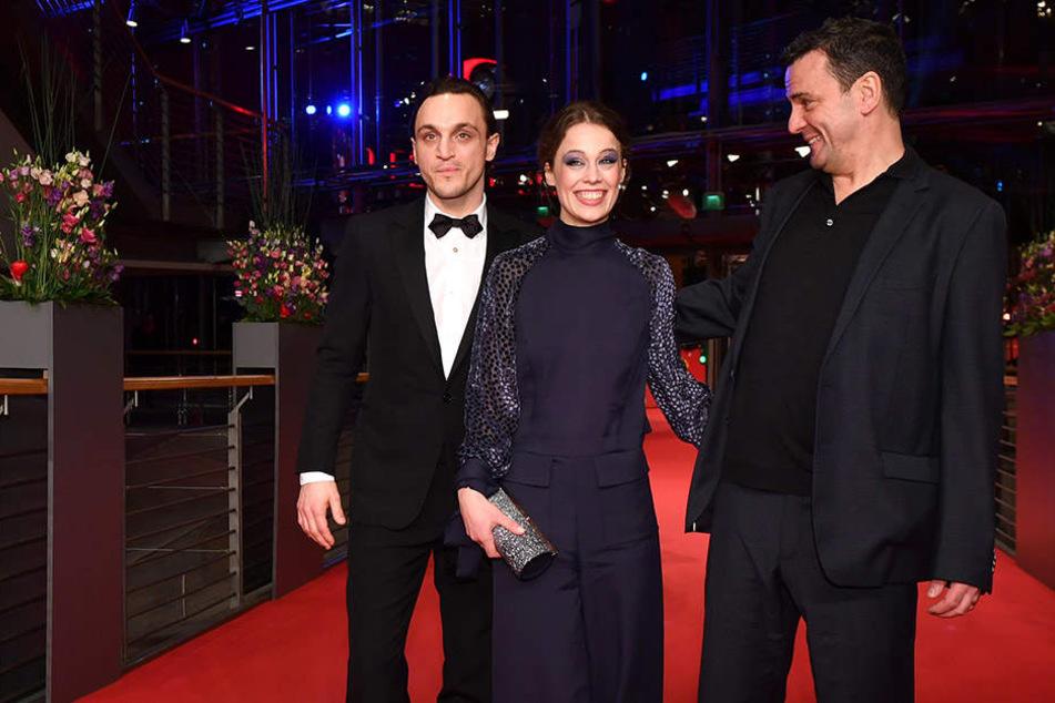 """Die Schauspieler des Films """"Transit"""" Franz Rogowski und Paula Beer mit Regisseur Christian Petzold."""