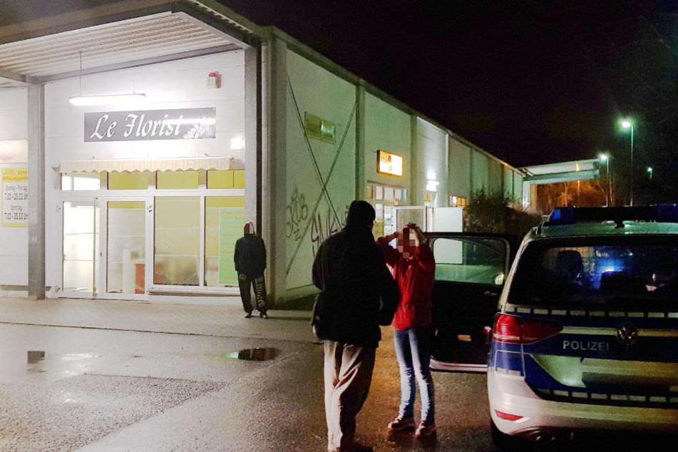 Die Mitarbeiterin wurde bei dem Überfall mit Zeigas attackiert.