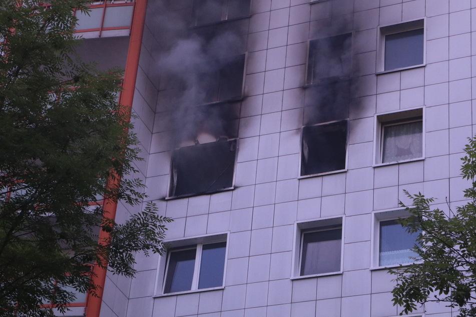 In einer Wohnung in Berlin-Lichtenberg ist am Samstagabend ein Feuer ausgebrochen.