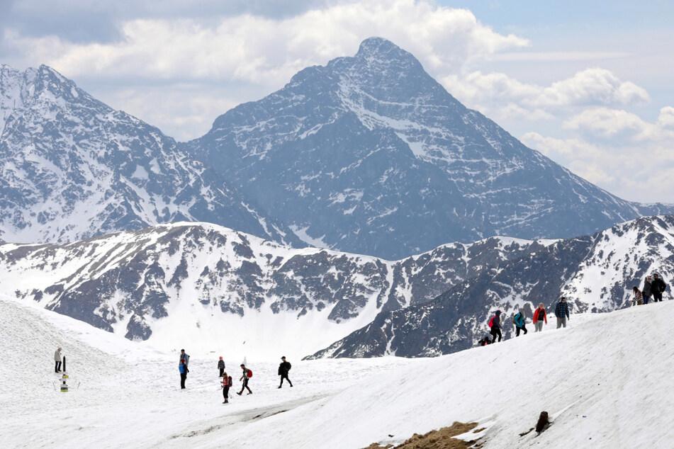Wetter spielt verrückt: 35 Zentimeter Schnee und Lawinengefahr in beliebter Wanderregion