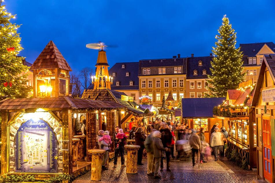 Der stimmungsvolle Annaberger Weihnachtsmarkt zählt zu den beliebtesten im Erzgebirge.