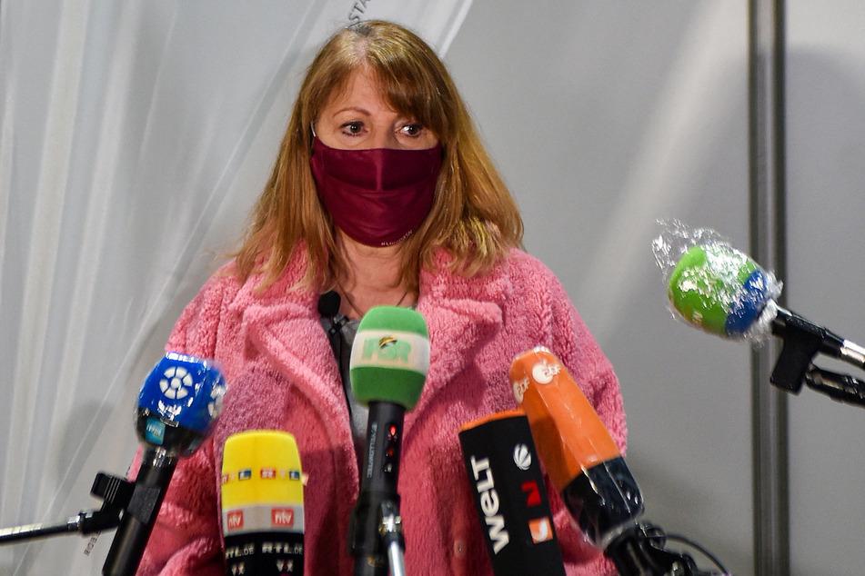 Gesundheitsministerin Petra Köpping (62, SPD) kündigte an, dass alle impfwilligen Sachsen bis spätestens zum Spätsommer einen Termin für die Vakzination bekommen.