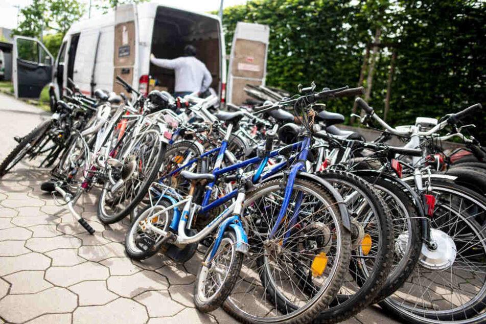 Auch diese Fahrräder sind gestohlen und von der Polizei sichergestellt worden.