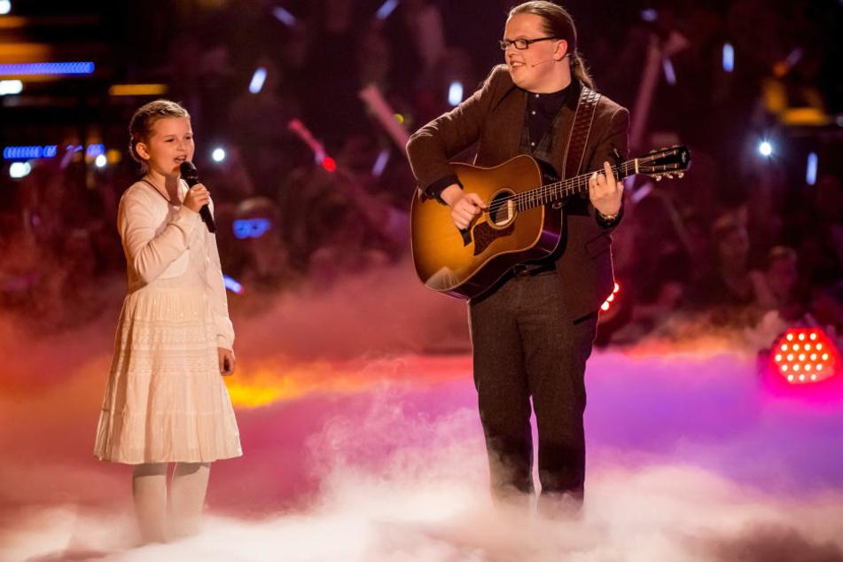 """Angelo Kelly (35) mit seiner Tochter Emma Marie beim großen """"Schlagercountdown""""."""