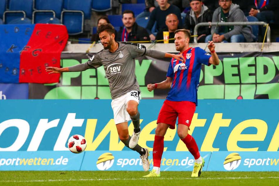 Der FSV Zwickau stellte dem Star-Ensemble um Weltmeister Kevin Großkreutz (re.) ein Bein.