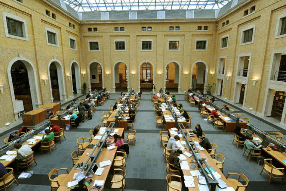 """Die altehrwürdige """"Bibliotheca Albertina"""" der Universität Leipzig - in ihrem Archiv wurden die Zaubermanuskripte gefunden."""