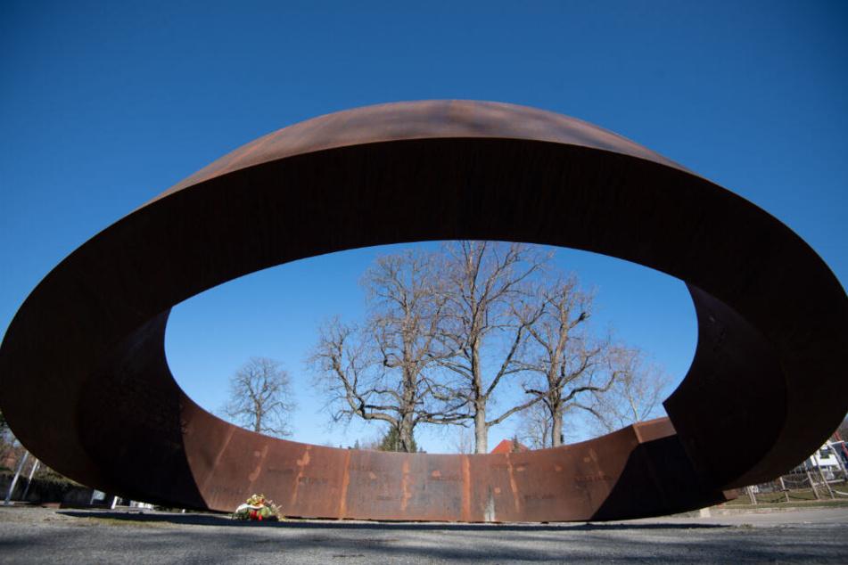 Ein Denkmal erinnert an die Opfer des Amoklaufs in der Nähe der Albertville-Realschule.