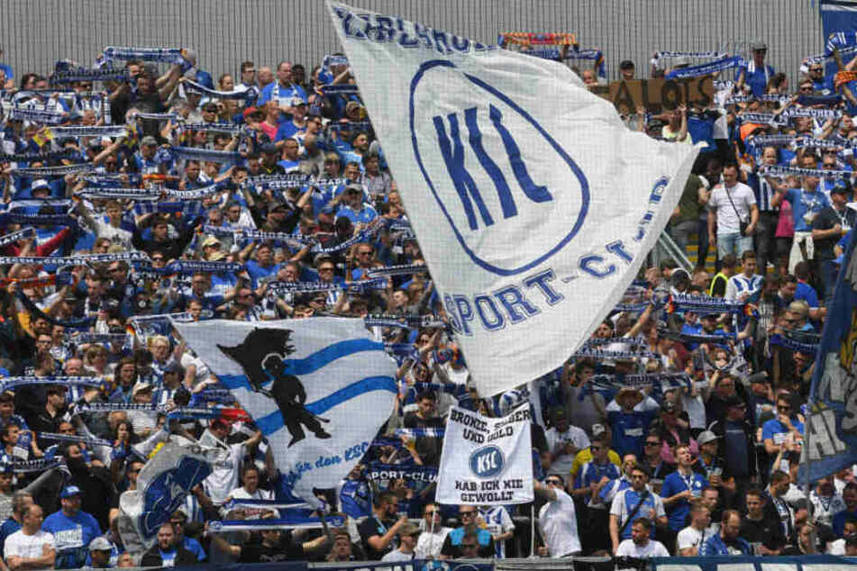 Die Karlsruher Anhänger können das Pokalfinale im heimischen Stadion verfolgen.