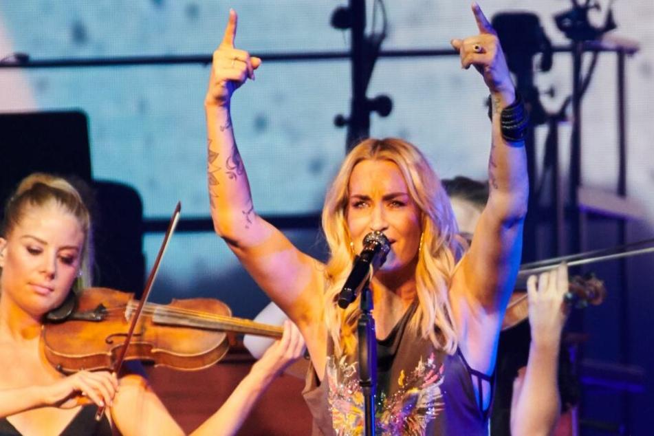 Sängerin Sarah Connor (39) performte am Samstag für ihre Berliner Fans, positionierte sich aber auch klar in einem politischen Statement gegen die AfD.