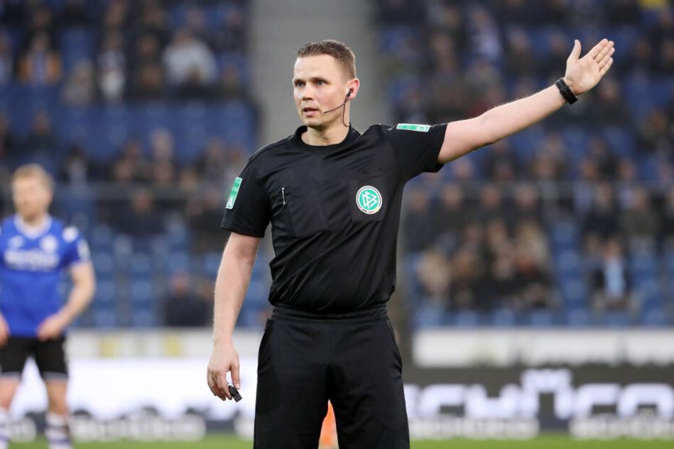Schiedsrichter Robert Kampka entschied sich gegen ein Strafstoß für den FC Erzgebirge.