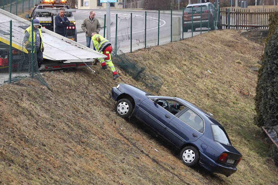 Immer wieder müssen Bergungsfahrzeuge zur Gärtnerei an der S36 in Freital ausrücken.