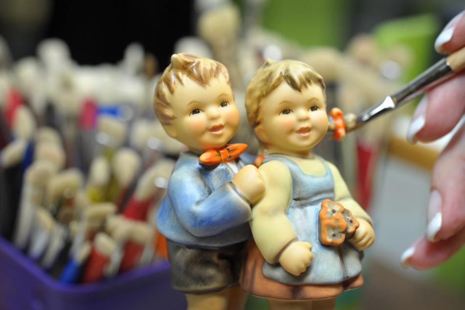 Hummel-Figuren stehen als Symbol für eine heile Welt. (Archivbild)