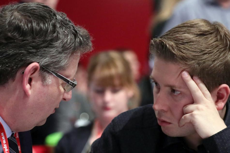 Kühnert (re.) im Gespräch mit SPD-Vize Thorsten Schäfer-Gümbel (48).