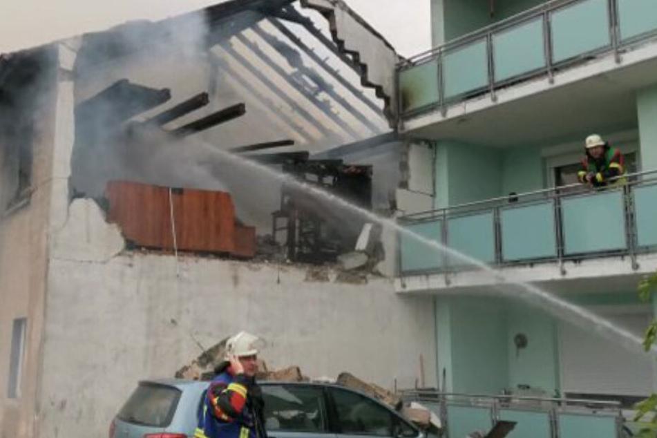 Explosion in Wohnhaus! Feuerwehren und Rettungsdienst im Großeinsatz