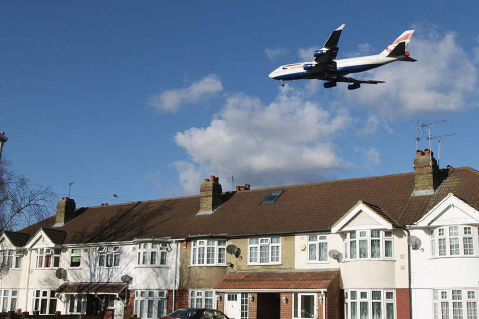 Ein Passagierflugzeug entging nur knapp einer Zusammenstoß mit einer Drohne über London. (Symbolbild)