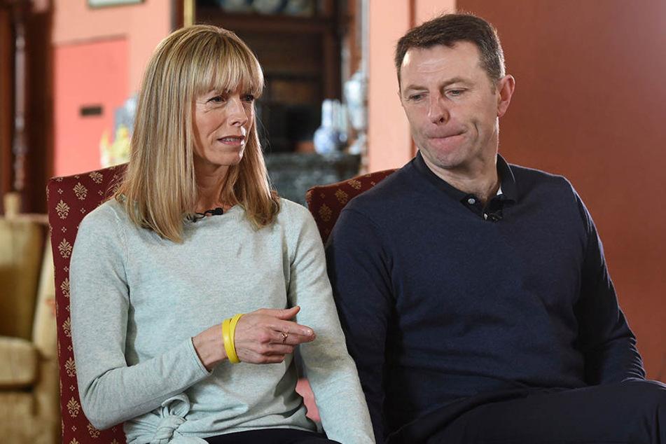 Kate und Gerry McCann haben die Hoffnung nicht aufgegeben, ihre Tochter wieder zu finden. Oder sind die selbst in einen mysteriösen Fall der Entführung verwickelt?