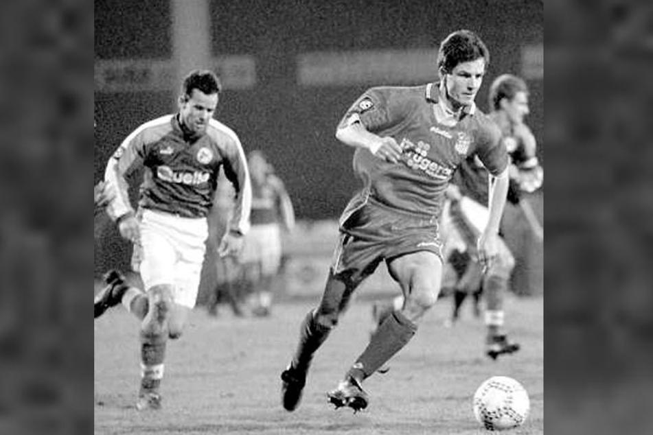 1998 war Jens Härtel noch für den FSV Zwickau am Ball, hier im Spiel gegen Greuther Fürth.