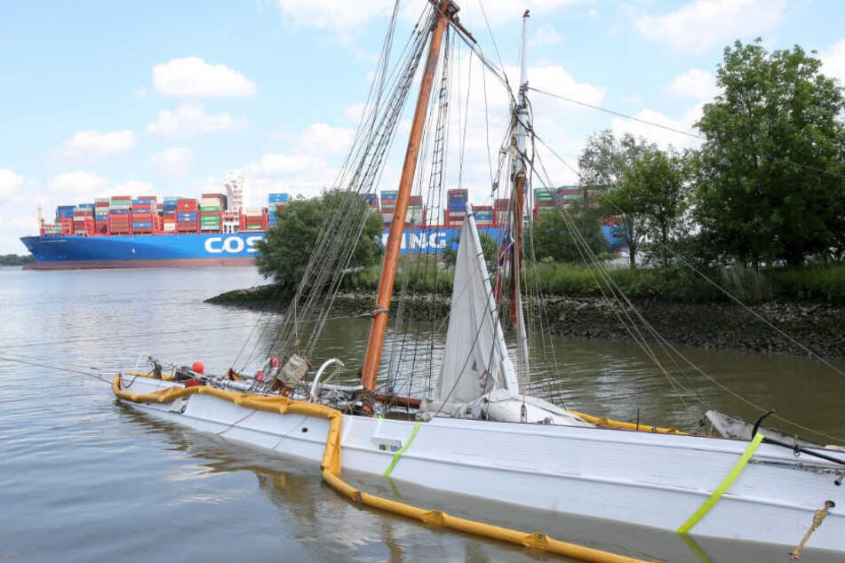Das gesunkene Segelschiff soll geborgen werden, noch ist aber unklar wann und wie.