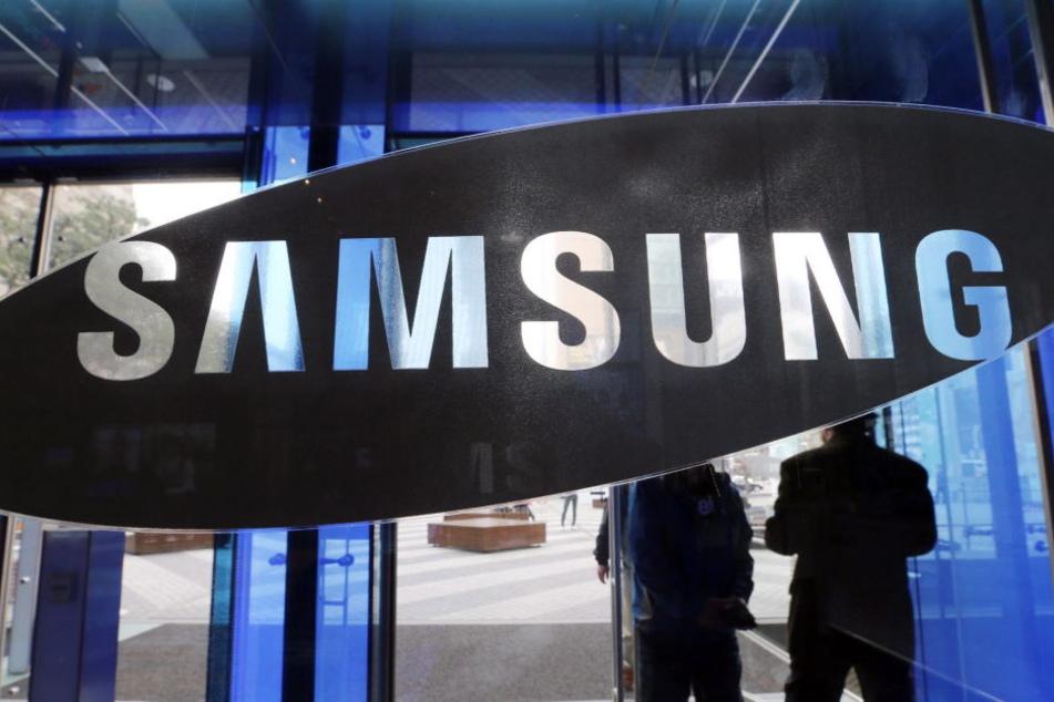 Samsung will bei der Ermittlung der Brandursache mit einem eigenen Team helfen.