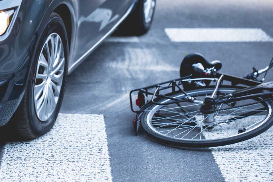 Die Radfahrerin erlag am Unfallort ihren schweren Verletzungen. (Symbolbild)