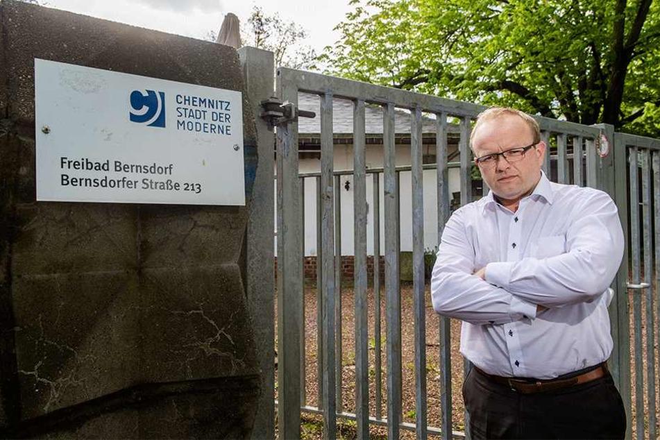 Bleibt das Bernsdorfer Freibad offen, wenn das Hallenbad gebaut wird?, fragt Falk Müller (40, AfD).