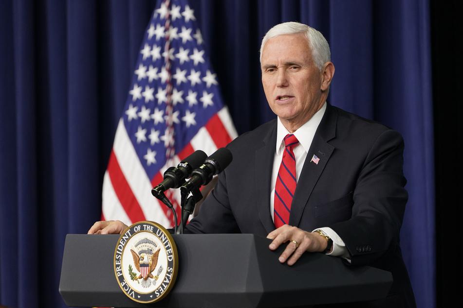 """US-Vize Mike Pence (61) hat die sofortige Absetzung Trumps offiziell abgelehnt, weil dies weder im Interesse der Nation noch im Einklang mit der Verfassung sei und einen """"schrecklichen Präzedenzfall"""" schaffen würde."""