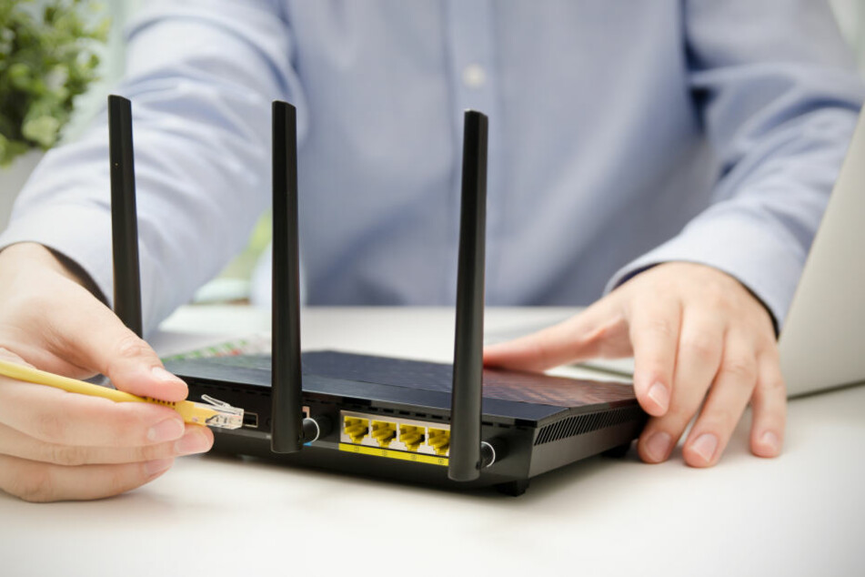 Wer die Antennen beim Anschluss des Routers senkrecht nach oben ausrichtet, sorgt für eine deutliche Signalverstärkung.