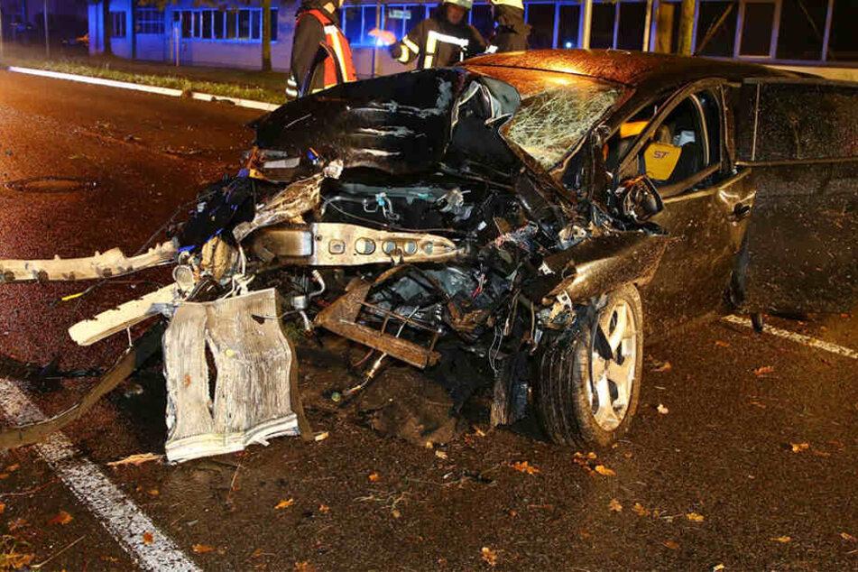 Der Ford Focus wurde bei dem Unfall komplett zerstört.