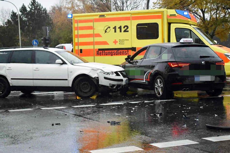 An dem Unfall auf der Kreuzung war auch ein Fahrschulauto involviert.