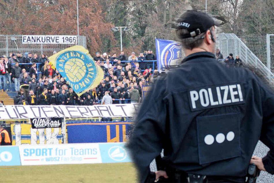 Die Berliner Fans schafften es nicht ins Bruno-Plache-Stadion, sondern wurden von der Polizei festgehalten. (Symbolbild)