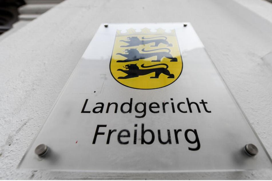 Der Prozess findet vor dem Landgericht Freiburg statt.