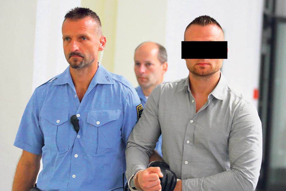 Robert L. (30) durchbrach bei einer Flucht in Niedersachsen kreuzgefährlich  eine Polizeisperre.