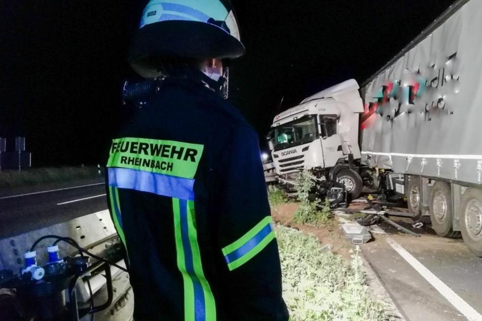 LKW verunglückt: Fahrbahn der A61 bei Bonn beschädigt