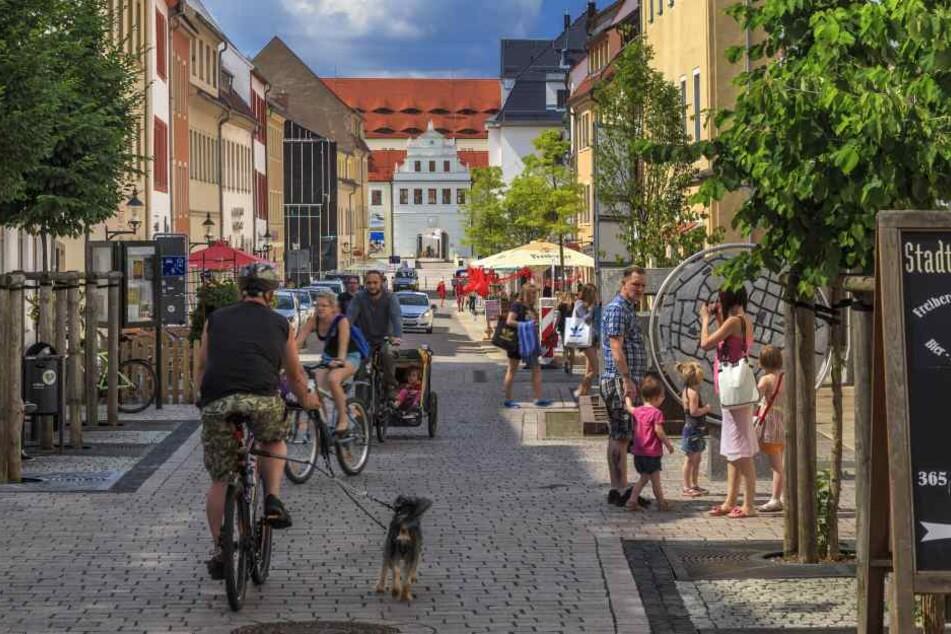 In den kleinen Gassen in Freiberg laden zahlreiche Geschäfte zum Bummeln ein, in diesem Jahr sogar an fünf Sonntagen.