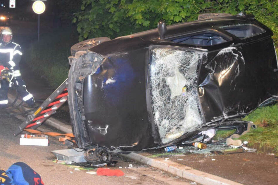 Teenager (19, 15) in Lebensgefahr: Auto-Fahrer rast vor Polizei-Kontrolle davon