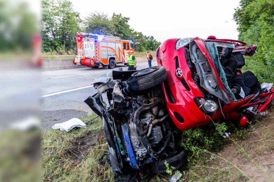 Tragisch! Frau rast nach tödlichem Unfall in Ersthelfer-Auto