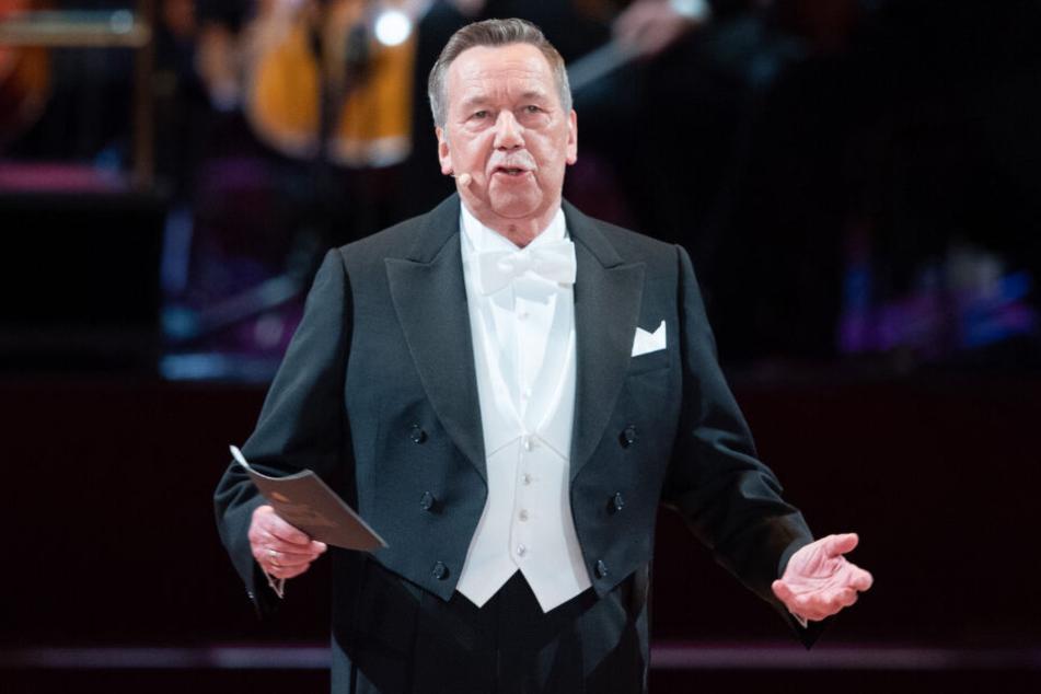 Schlagerstar Roland Kaiser (67) moderierte souverän - und allein - durch den Ballabend.