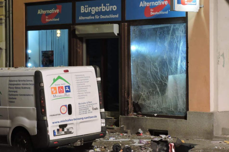 Die Straße ein Trümmerfeld! Bombenanschlag auf AfD-Büro in Döbeln