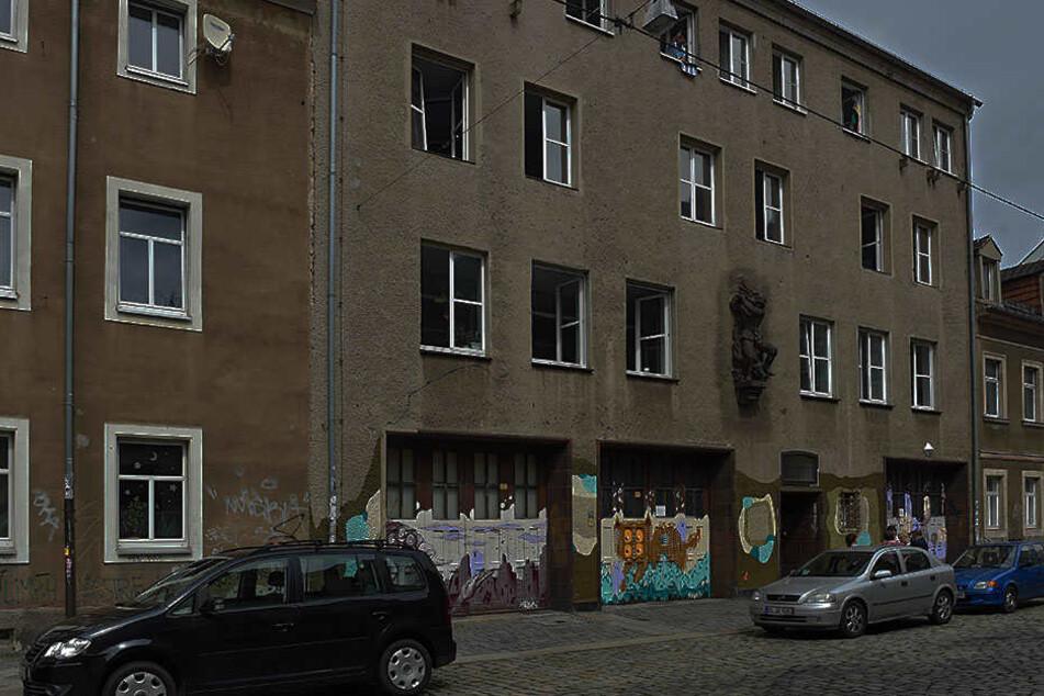 In der Katharinenstraße wurde der 28-Jährige von mehreren Männern angegriffen.