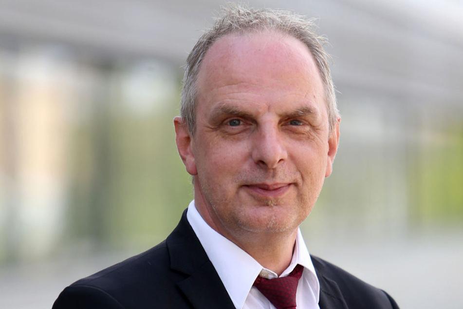 SPD-Mann Detlef Müller (54) will ab 2020 mehr Busse und Bahnen fahren lassen.