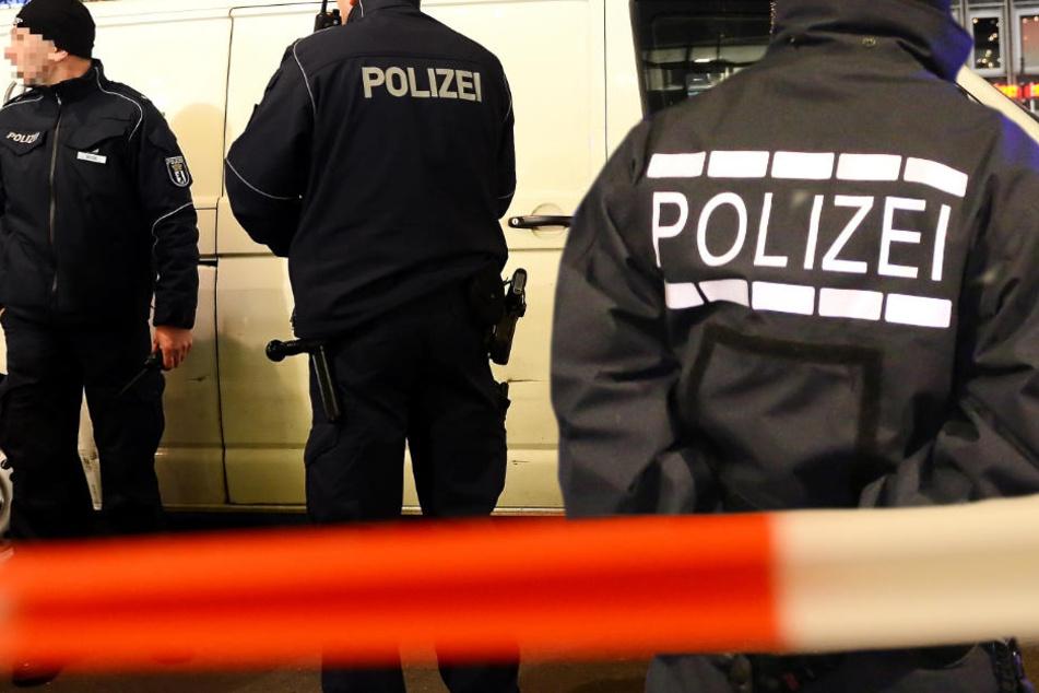 Der Gefahrenbereich wurde von der Polizei weiträumig abgesperrt (Symbolbild).