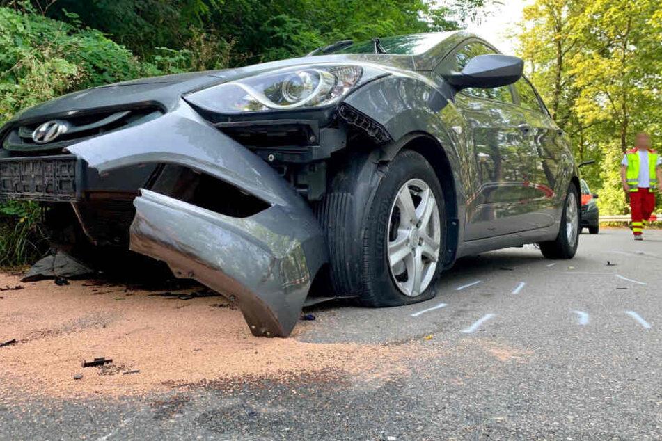 Die zerstörte Frontpartie des Hyundai nach dem Zusammenstoß.